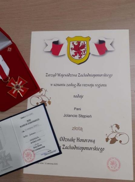 Odznaczenie i list gratulacyjny